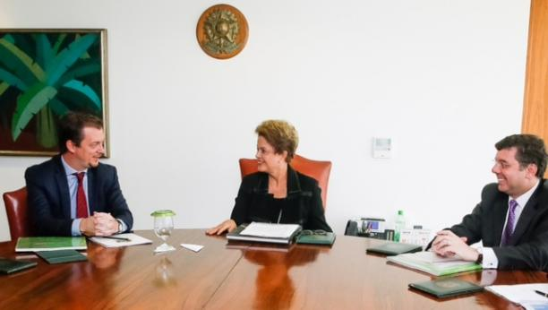 Andrew Parsons, President of the Brazilian Paralympic Committee discusses Rio 2016 legacy with Brazilian President Dilma Rousseff in May 2015.