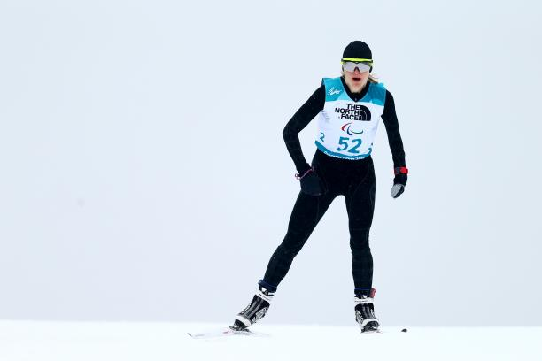 a female Para skier takes on the course