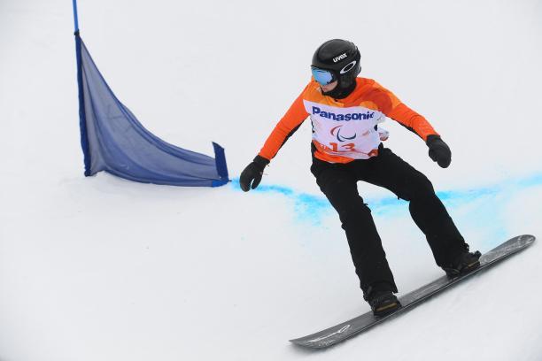female Para snowboarder Lisa Bunschoten