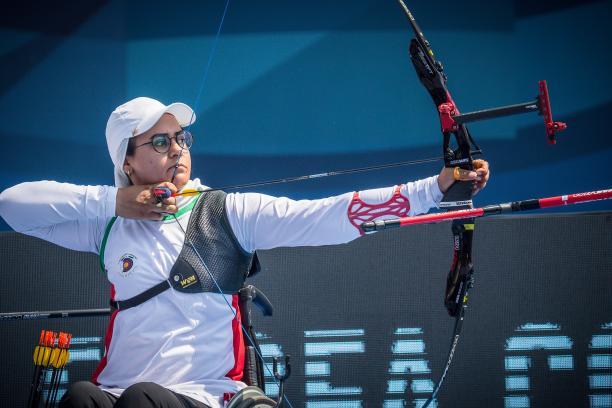 Iranian Zahra Nemati shooting the arrow