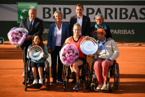 Diede de Groot and Yui Kamiji pose with their trophies after Roland Garros final