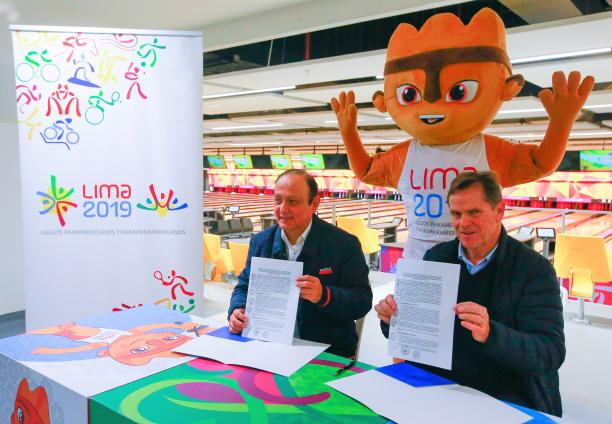 Lima 2019 President Carlos Neuhaus and Peruvian Ombudsman Walter Gutierrez holding the signed contracts