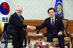 IPC President Sir Philip Craven met with South Korea's acting President Hwang Kyo-ahn