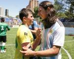 Froilan Padilla hugs Ricardinho