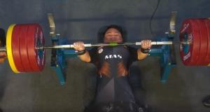Bonnie Bunyau Gustin lifting the bar